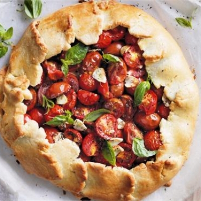 Mixed Tomato and Herb Pie