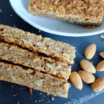 Banana and Almond Breakfast Bars